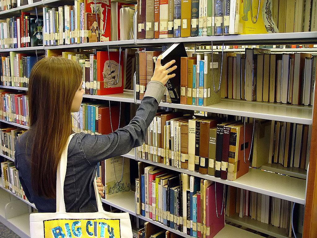 1024px SanDiegoCityCollegeLearingRecourceCity Bookshelf